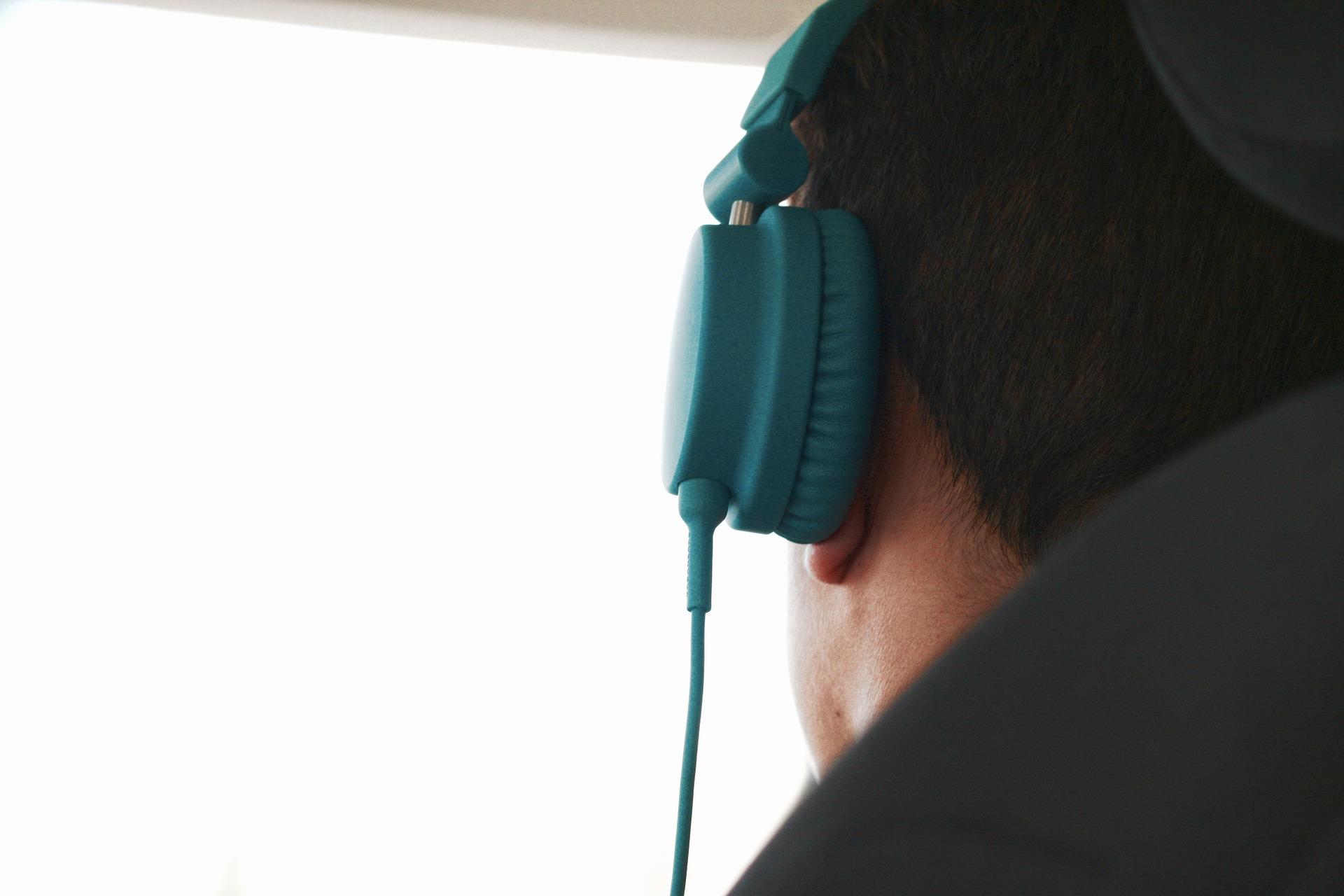 on-ear noise cancelling headphones