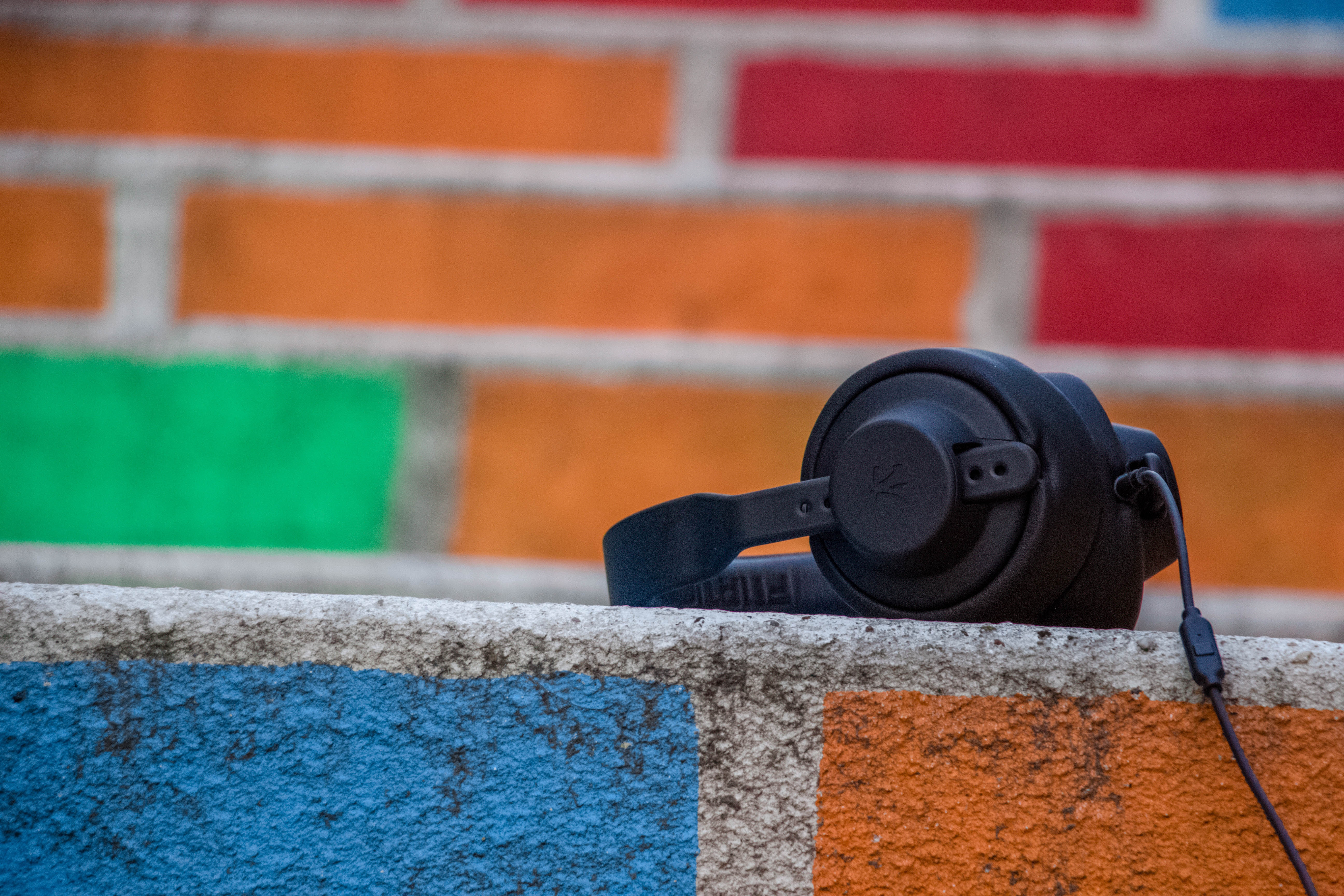 pros of anc headphones