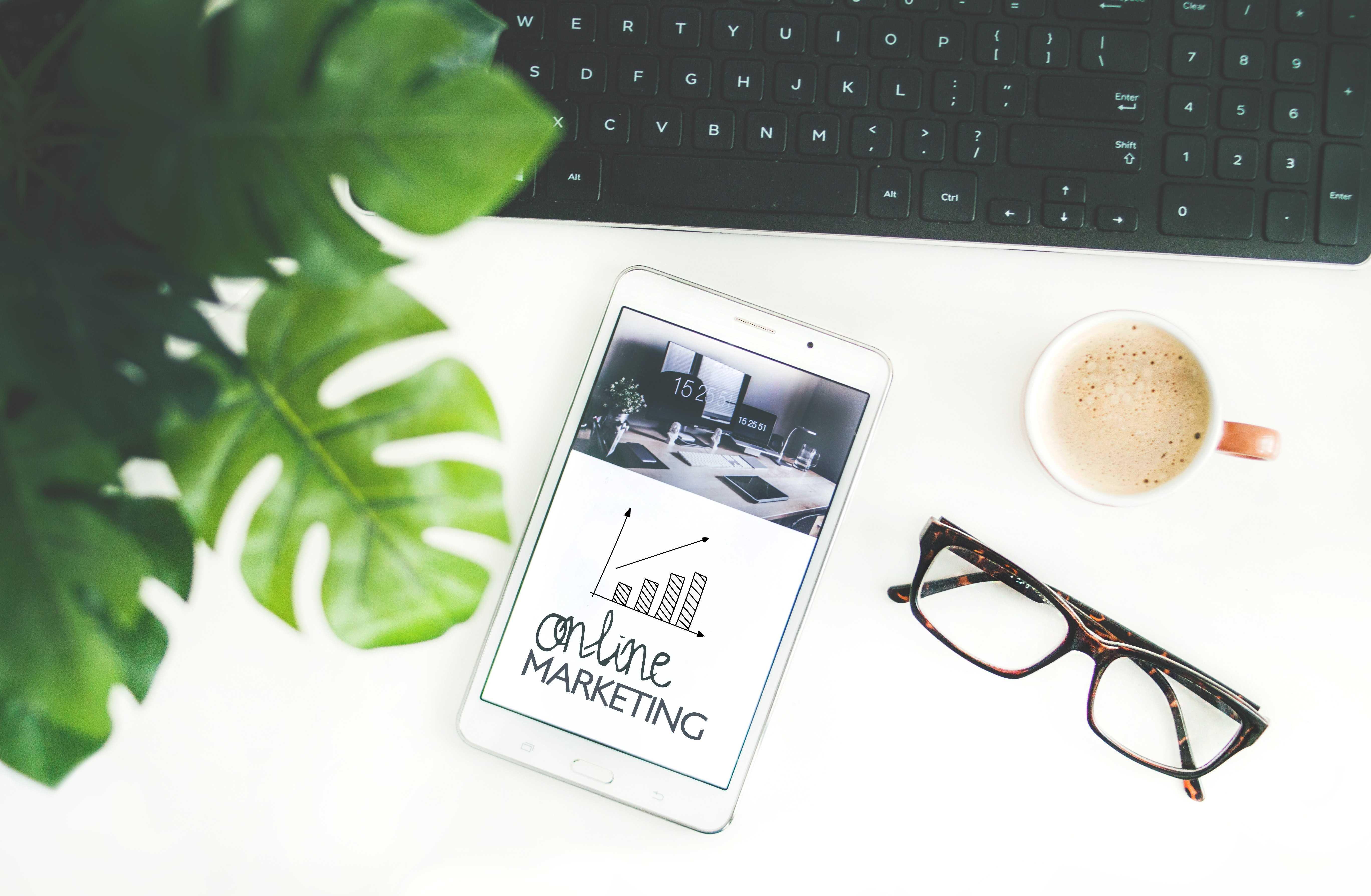 digital nomad marketing specialist
